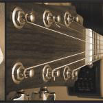 Guitarra en mano a contraluz CD Booklet Pages 6-7 (Center)